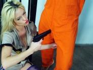prisoner-ballbusting-03