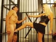 ballbusting-prison-01