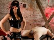 chastity-femdom-03