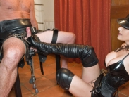 mistress-in-boots_09